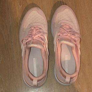 Women's pale pink new balance